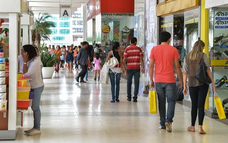 Resultado de imagem para compras nos shoppings de Salvador