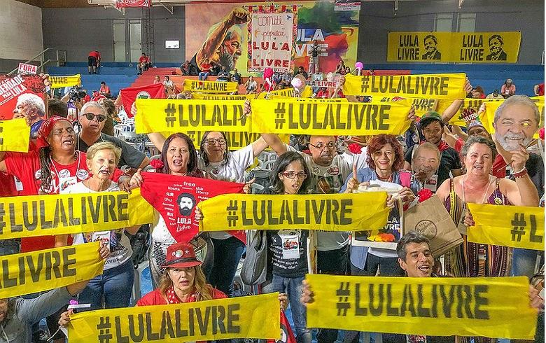 Lula Livre: não há democracia enquanto o ex-presidente estiver preso  injustamente - Rede Brasil Atual