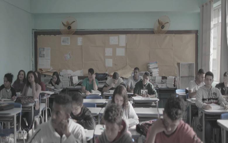 Longa mostra juventude preocupada com o futuro, ávida para estabelecer diálogo com instituições educacionais