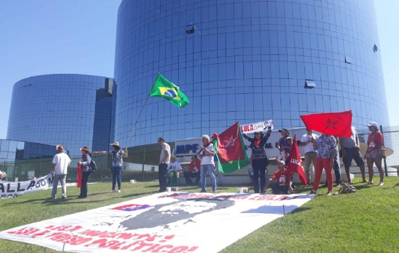 Conluio entre Moro e Dallagnol, omissão do MPF e prisão de Lula pautam protestos