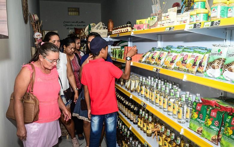 Economia solidária movimenta cerca de R$ 12 bilhões ao ano no Brasil