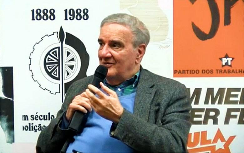 Assistimos à dissolução da sociedade fundada no bem-estar social, diz Belluzzo