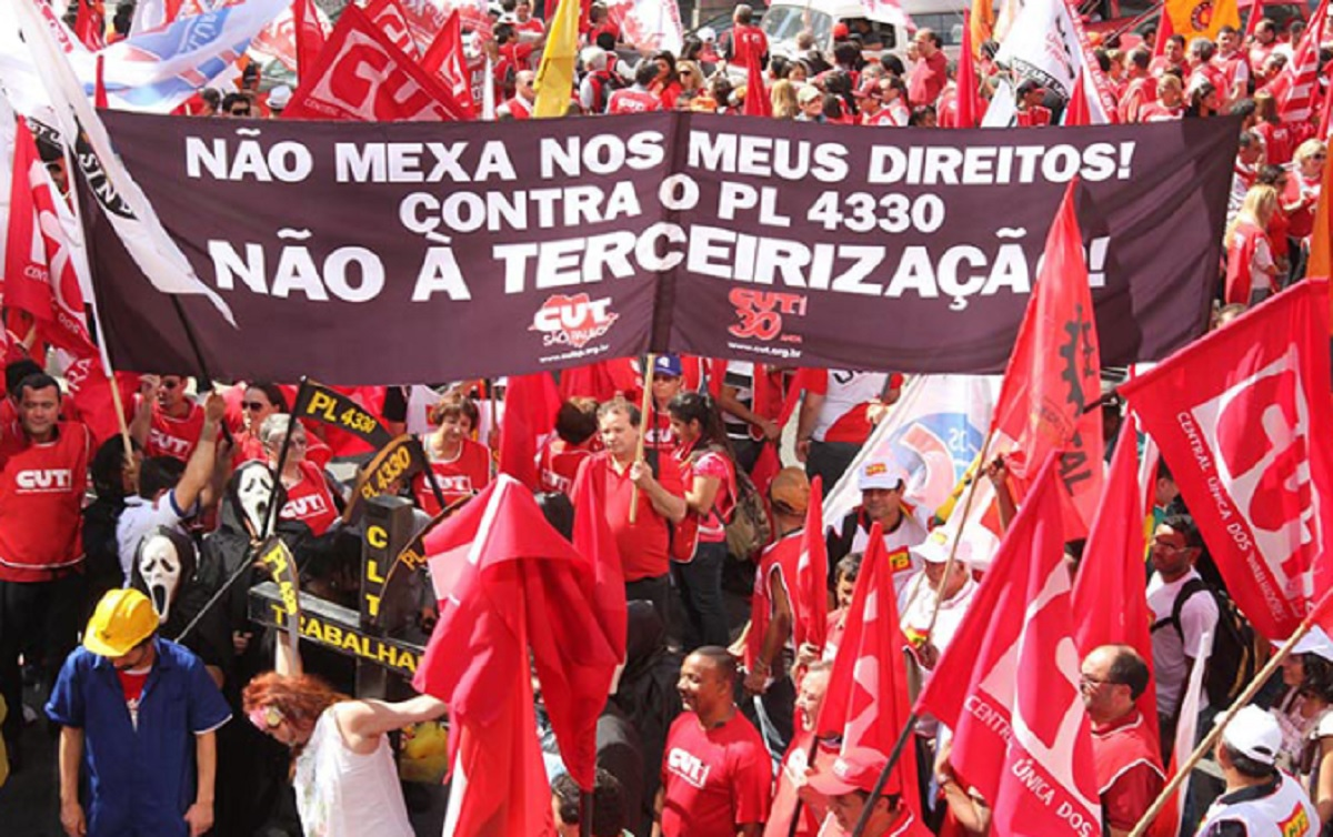 Trabalhadores nas ruas é o único caminho para assegurar direitos