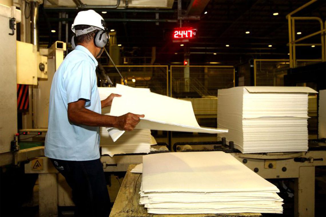 No primeiro semestre de 'novo governo', produção industrial cai. CNI vê 'estagnação'