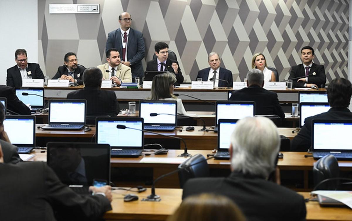 'Reforma' da Previdência prejudica trabalhadores de todos os setores, conclui audiência no Senado
