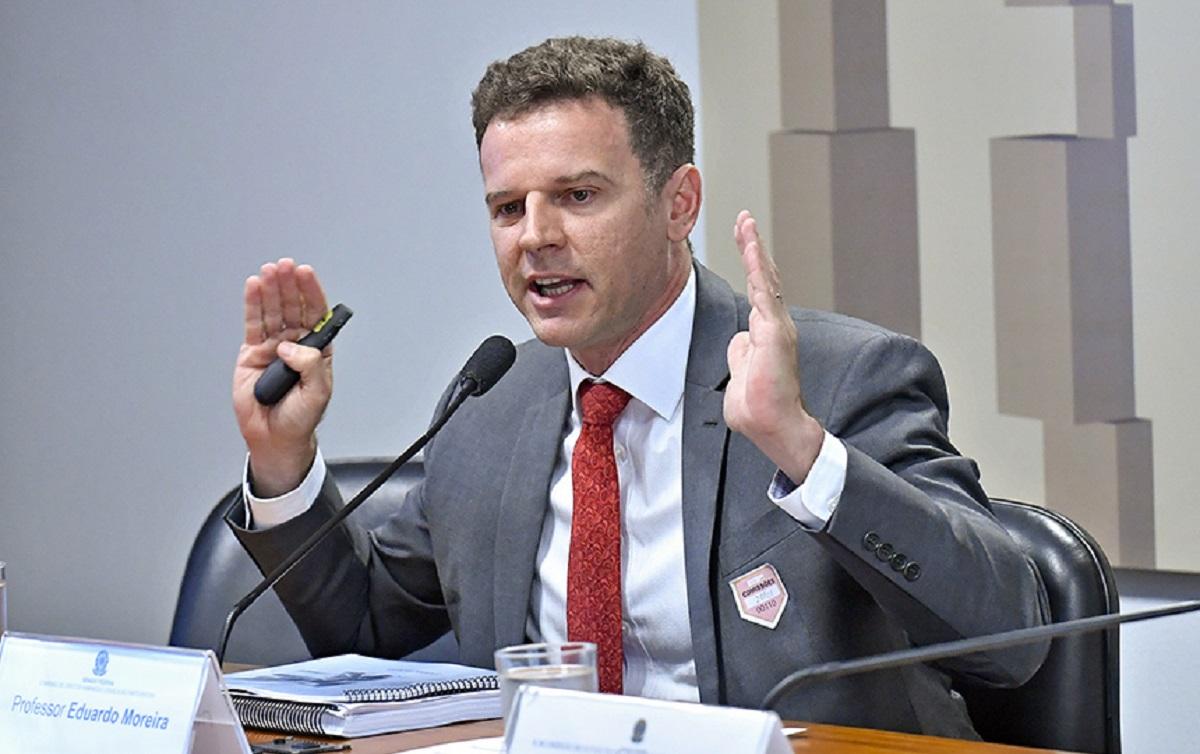 Eduardo Moreira, ex-banqueiro, explica: Se a Bolsa de Valores sobe a sua vida melhora?