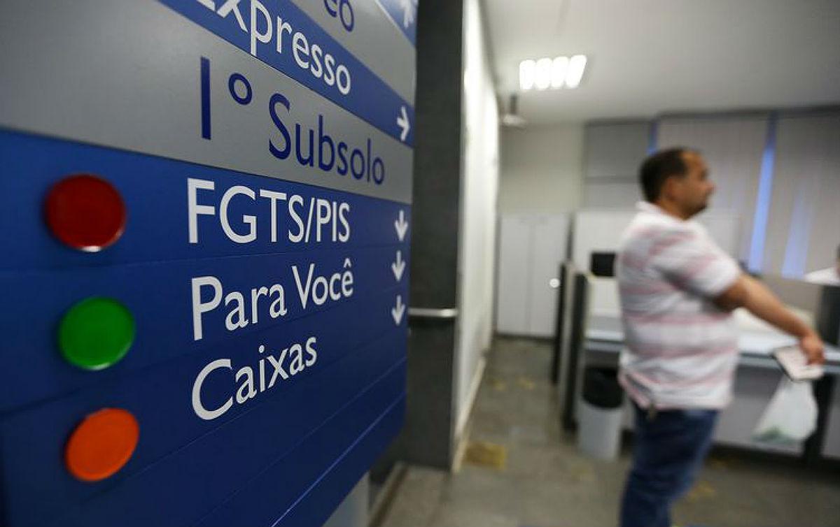 Ataque de Rodrigo Maia a gestão da Caixa no FGTS favorece bancos privados