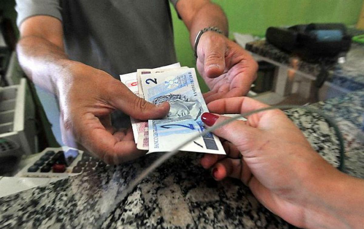Bolsonaro retarda crescimento econômico e justiça social com salário mínimo sem aumento real