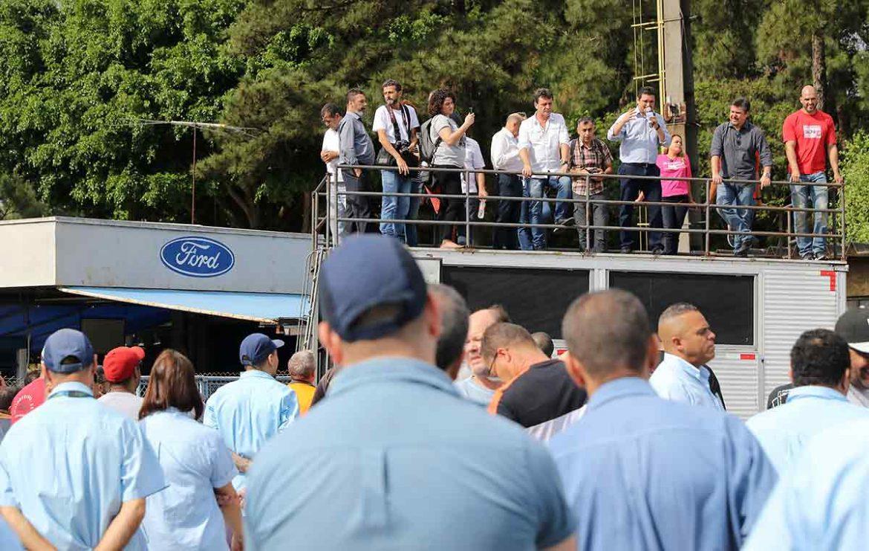 Ford fecha em São Bernardo: na última assembleia, lembranças, lágrimas e incerteza