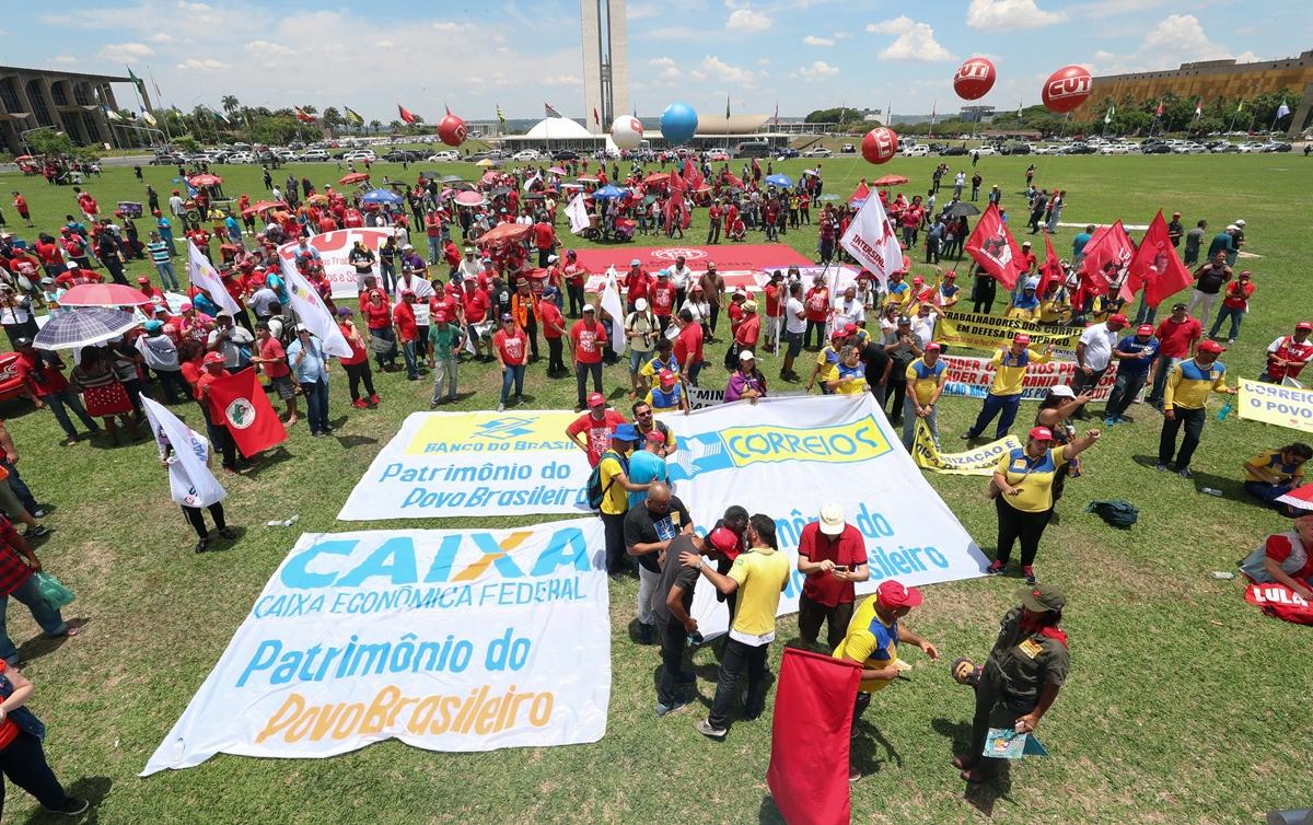 Ato da CUT em Brasília protesta contra política econômica de Paulo Guedes e Bolsonaro
