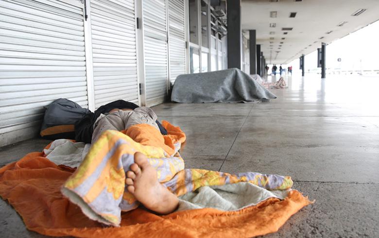 Renda dos mais pobres cai, concentração de riqueza cresce e desigualdade bate recorde