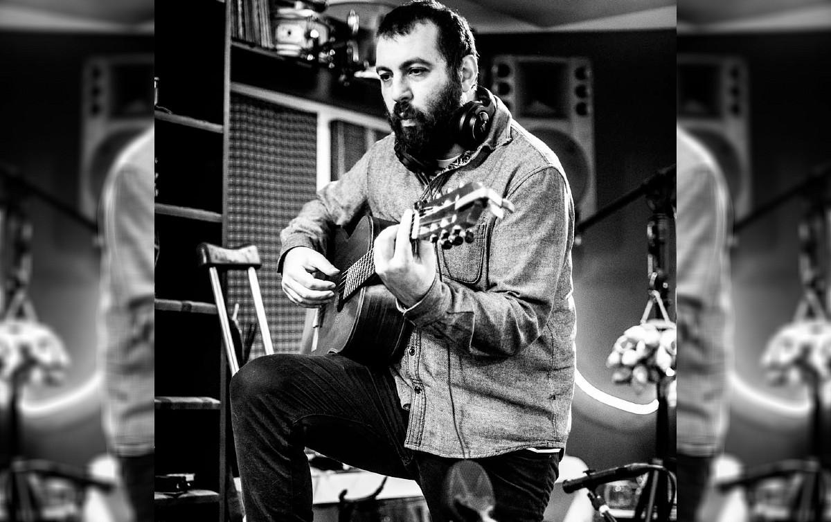 Kiko Dinucci explora outras possibilidades sonoras do violão - Rede Brasil  Atual