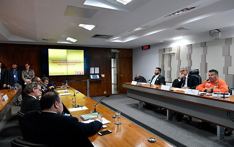 MP do contrato verde e amarelo é 'bolsa-patrão' bilionária, diz Dieese