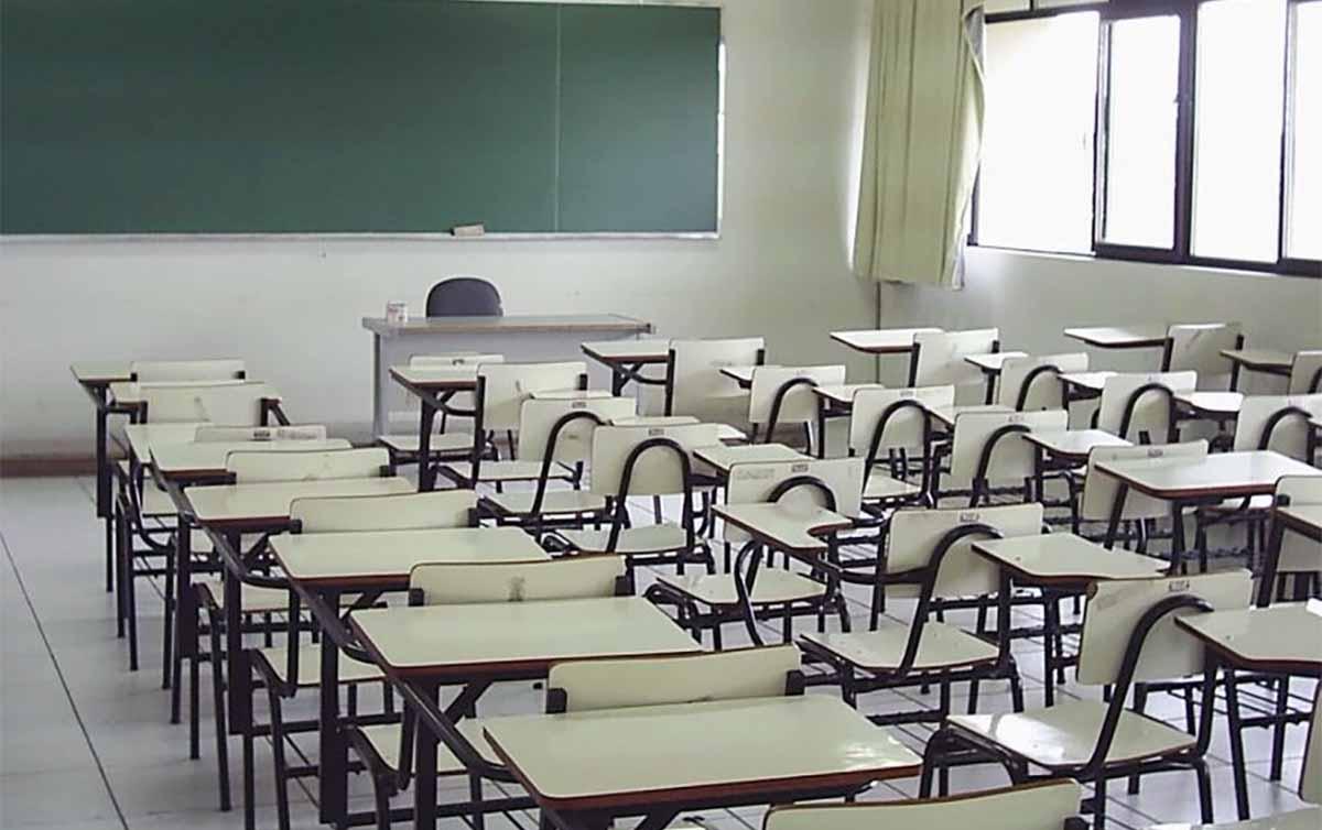 Volta às aulas: ex-secretários da Educação, médicos, professores e famílias são contra