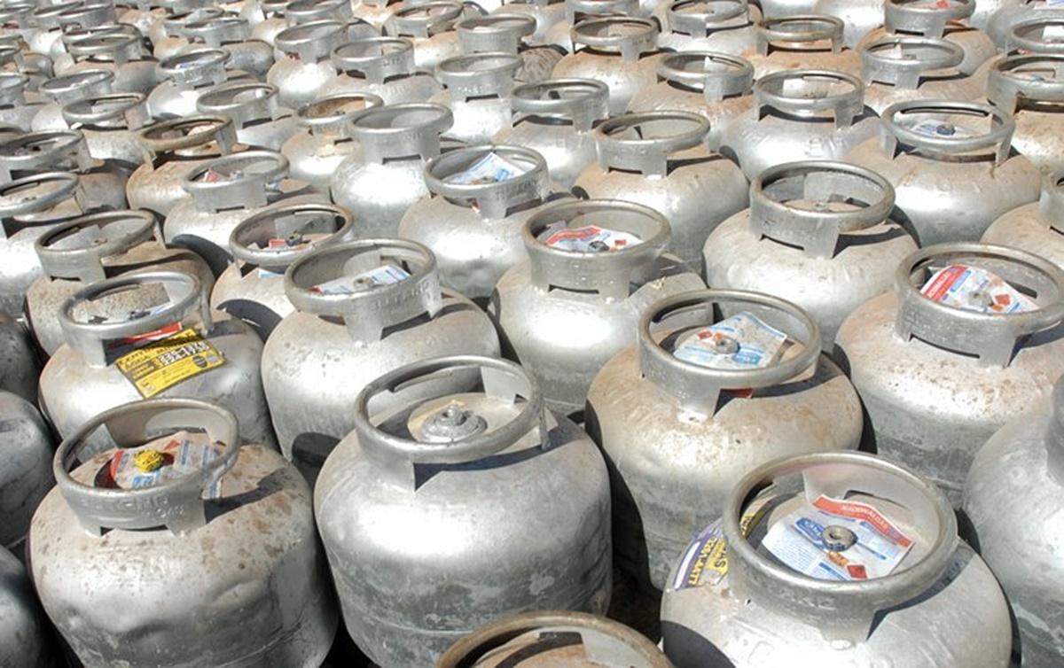 Bolsonaro tenta 'empurrar culpa' do aumento dos combustíveis para preservar  política de preços