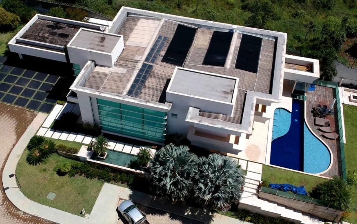 Flávio Bolsonaro compra mansão de R$ 6 milhões, mesmo valor investigado  pelo MP